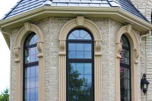 Остекление коттеджей арочными окнами